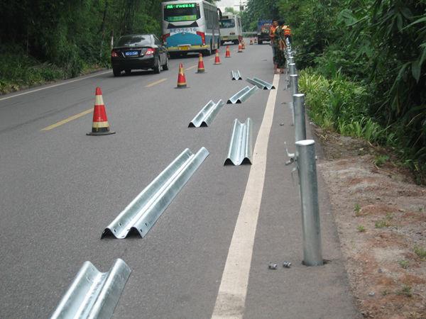 公路波形梁护栏