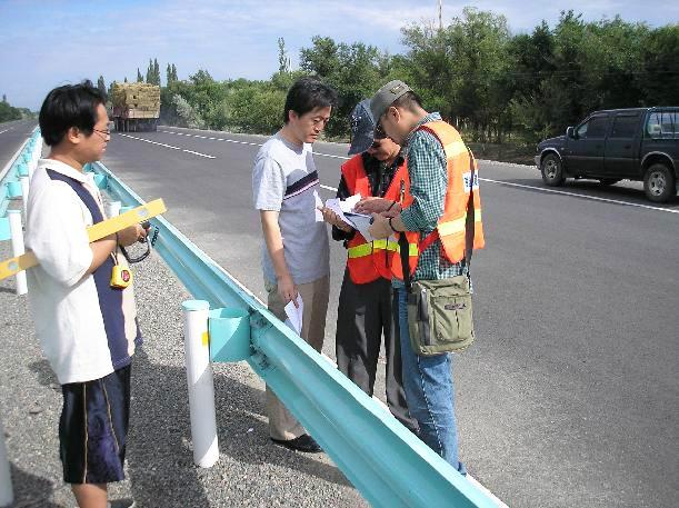 波形梁刚护栏施工测量