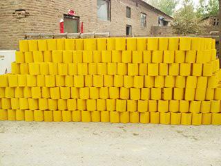 喷塑黄色护栏防阻块