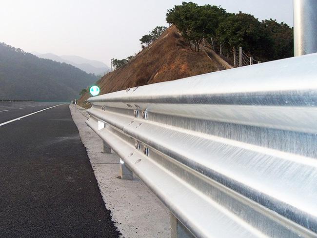 贵阳遵义高速公路三波波形护栏