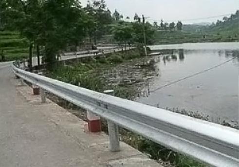 喷塑高速公路护栏